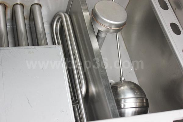 Bên trong tủ nấu cơm gas điện