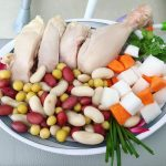 Làm mới thực đơn nhà bạn với món gà hấp khoai mì đậu Hà Lan