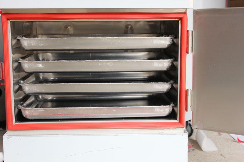 Gioăng cánh tủ chịu nhiệt (màu đỏ) và bố trí khay cơm trong tủ