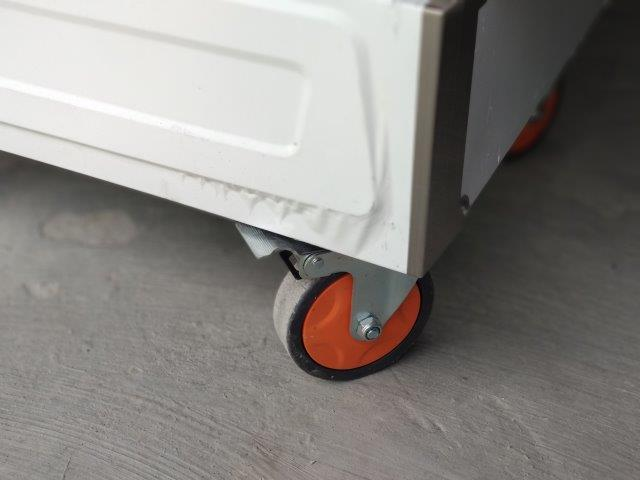 Bánh xe linh hoạt trên tủ cơm Bep36