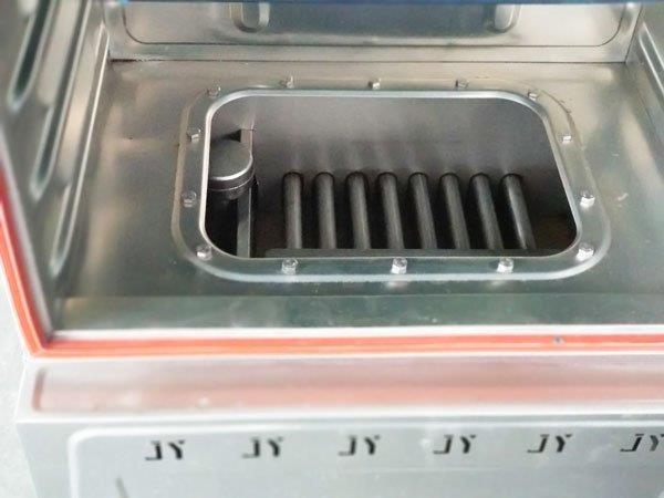 Khoang nước trên tủ nấu cơm gas